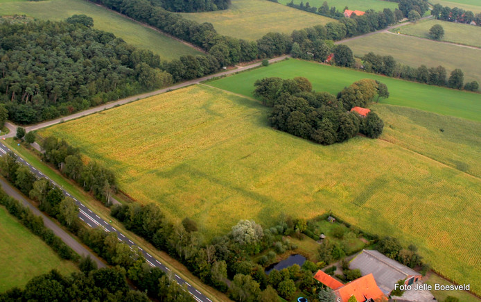 De contouren van de Franse Schans zichtbaar vanuit de lucht.