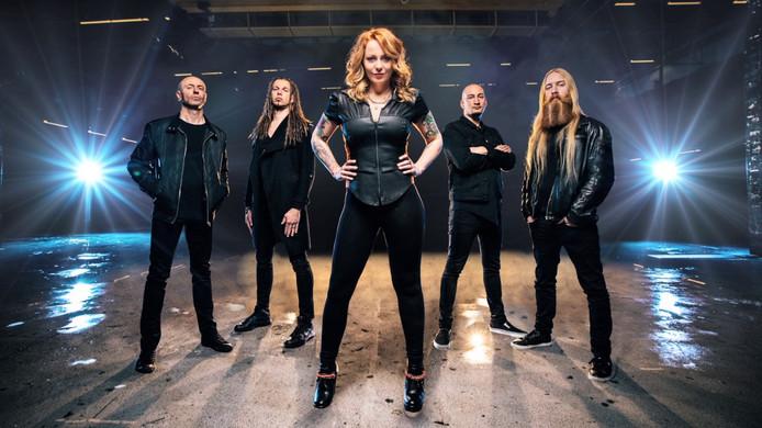Nieuwe band zangeres Anneke van Giersbergen uit De Rips ... | 694 x 390 jpeg 95kB