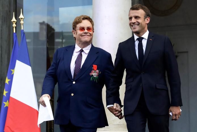 Emmanuel Macron (R) en Elton John
