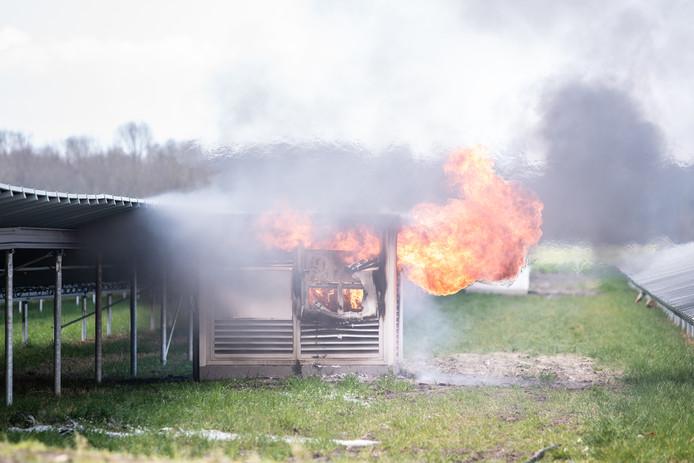 Enkele zonnepanelen zijn ook in de brand gevlogen.