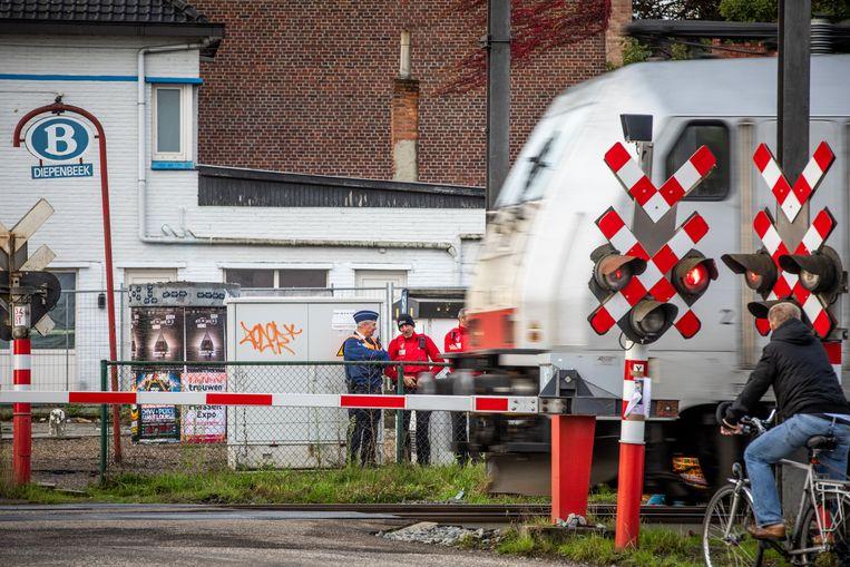 Grote controleactie tegen spoorlopers aan Station Diepenbeek.