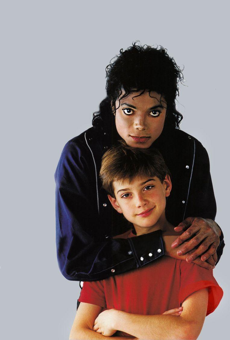 Jimmy Safechuck is 8 als hij 'Jacko' leert kennen tijdens een Pepsi-commercial. De mini-fan wordt zijn lief.