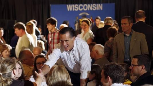 Mitt Romney zondagochtend tussen zijn aanhangers in de staat Wisconsin.