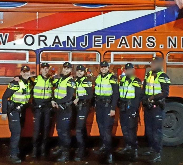 De Instagram-foto van zeven politievrouwen voor de wedstrijd Nederland-Ierland in Nijmegen.