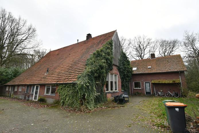 Leegstaande boerderij aan Dasstraat 69 ging in de verkoop. Toch kreeg niet de hoogste bieder de boerderij in handen.
