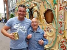 Orgelman Koos speelt al 35 jaar in centrum, maar is niet welkom op Straatmuzikantenfestival
