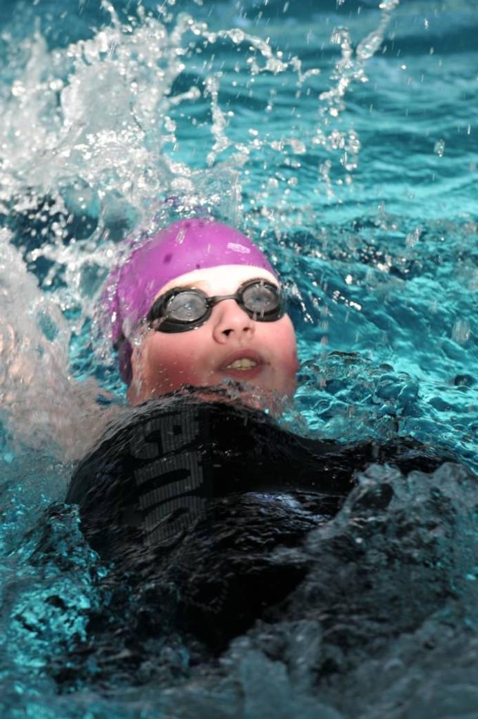 Roosendaalse Manon Vermariën Nederlands kampioen op de 200 meter wisselslag bij het gehandicaptenzwemmen