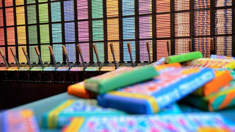 De chocoladeautomaat van Tonys Chocolonely in de winkel op de Polonceaukade. Beeld Tonys Chocolonely