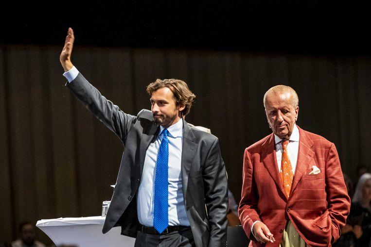 Thierry Baudet en Theo Hiddema op het podium bij een bijeenkomst van Forum voor Democratie. Beeld ANP