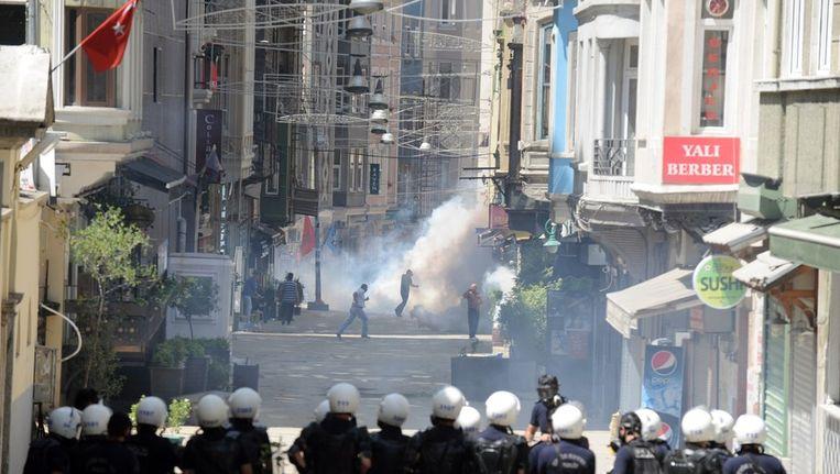 Beeld van een eerdere botsing tussen demonstranten en de oproerpolitie Beeld afp