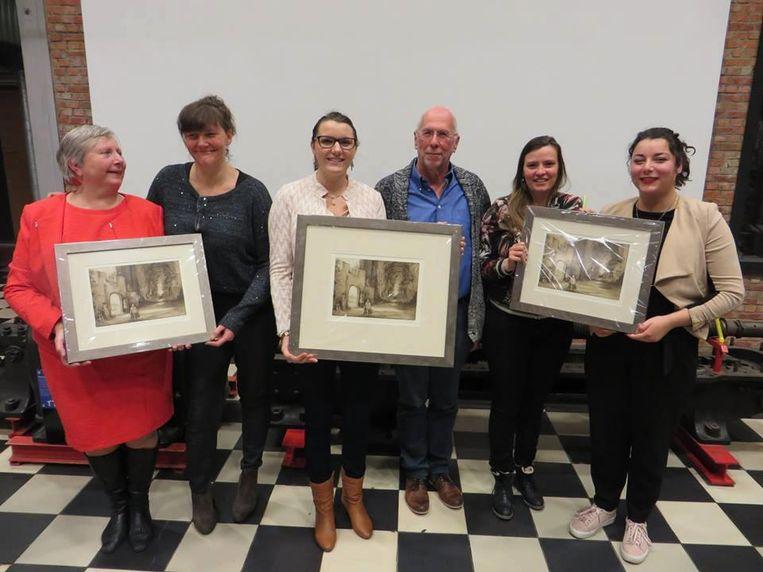 De initiatiefnemers kregen niet alleen een geldprijs, maar ook een schilderij.