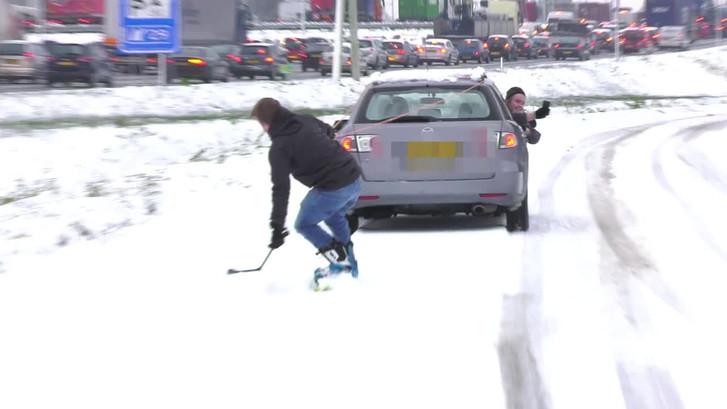 Snowboarden naast de file in Eindhoven