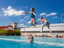 Met het hele gezin ouderwets op zondag Alphens zwembad in, is deze zomer geen optie