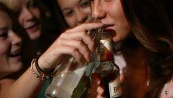 HET DEBAT. Moet de leeftijdsgrens voor alcohol opgetrokken worden tot 18 jaar? Dit is jullie mening