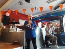Lintje voor Ria Koopmans, 'moeder' van de Schildersklup in Apeldoorn