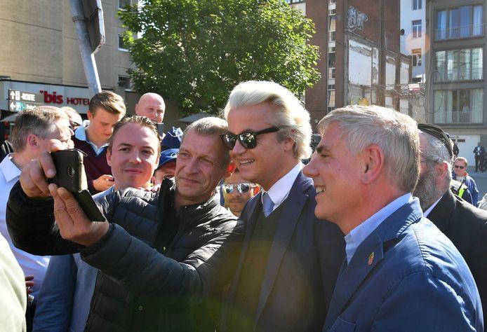 PVV-leider Geert Wilders voert campagne samen met Filip Dewinter van het Vlaams Belang.