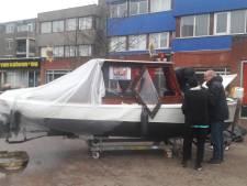 Doop huwelijksbootje in Almelo gaat mis: 'Kwam allemaal rook uit'