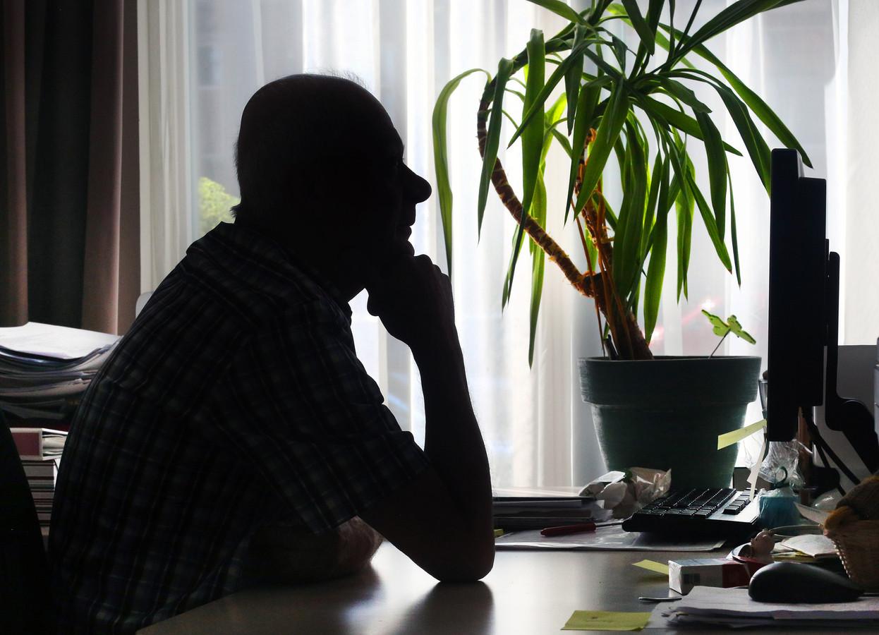 Karel is slachtoffer van huiselijk geweld en moest onherkenbaar in beeld