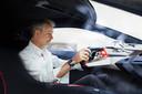 De Nederlandse designchef Adriaan van Hooydonk in de BMW M Vision Next
