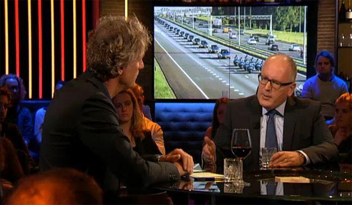 De toenmalige minister van Buitenlandse Zaken Frans Timmermans te gast bij Pauw. Hij vertelde er in oktober 2014 dat een van de slachtoffers van de ramp met vlucht MH17 is teruggevonden met een zuurstofmasker.