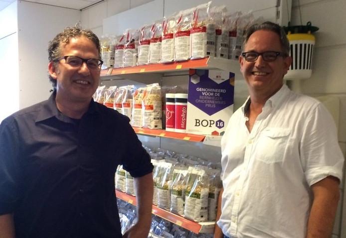 René van der Locht (l) en Rob van den Berg zijn met de Bernhezer Ondernemersprijs 2016 bekroond voor hun Graanpletterij De Halm.