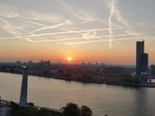 Rotterdam vanmorgen verrast met prachtige roze lucht