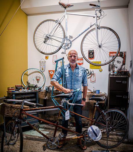Hans Klemkerk ruilt het verkopen van keukens in voor het restaureren van oude wielrenfietsen