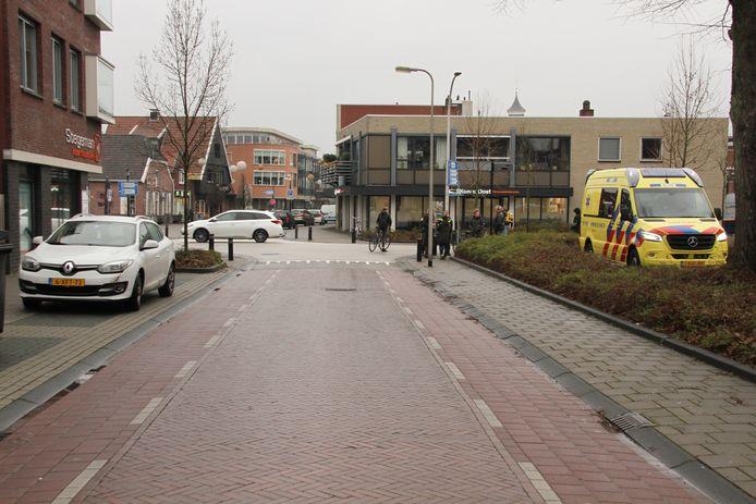 Ambulancepersoneeel kon de fietser ter plekke behandelen.