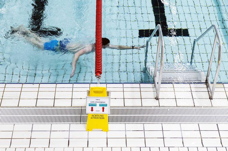 Bewegwijzering om baantjes te zwemmen in zwembad Hoornse Vaart. Beeld ANP