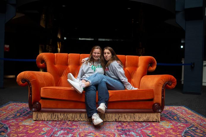 """Quindey met vriendin Saar. """"De zetel zit nog beter dan we dachten"""""""