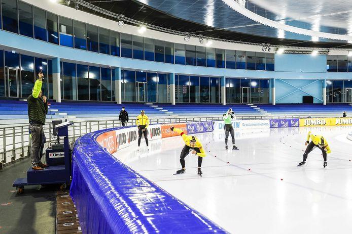 Het rommelt in Thialf, tot onvrede van de schaatsers.