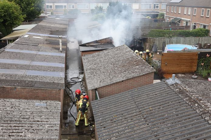 Er stond dinsdagmiddag een schuur in de Nijnselse Primulastraat in brand.