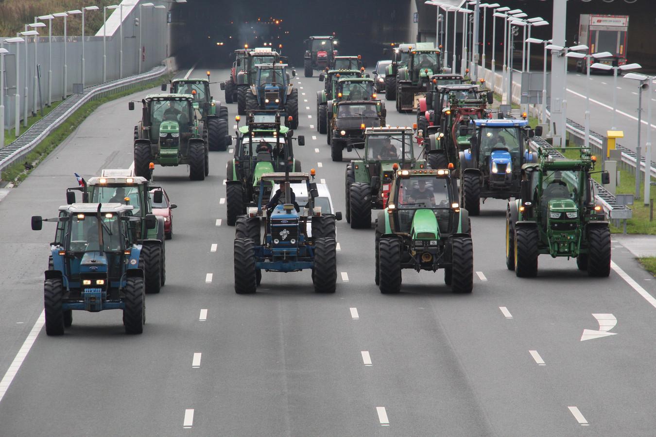 De Bilt kan zich opmaken voor een boereninvasie en dus overweegt de gemeente een verbod op trekkers.