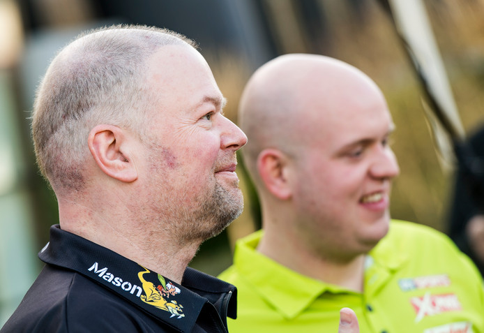 Raymond van Barneveld en Michael van Gerwen.