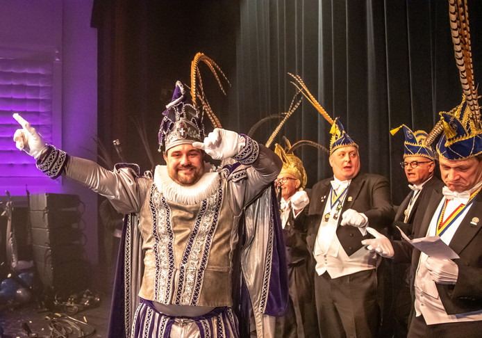 Christian Lensen gaat dit carnavalsseizoen door het leven als Balg I, Stadsprins van Sassendonk. Hij werd zaterdagavond om 23.11 uur gepresenteerd door de Eileuvers.