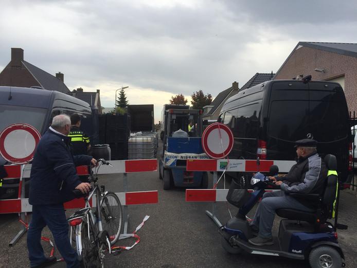 De afgezette straat in Lage Zwaluwe.
