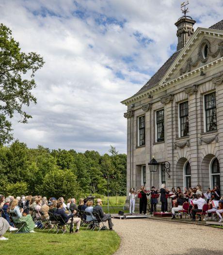 Klassiek optreden Britten Jeugd Strijkorkest in fraaie omgeving Singraven in Denekamp