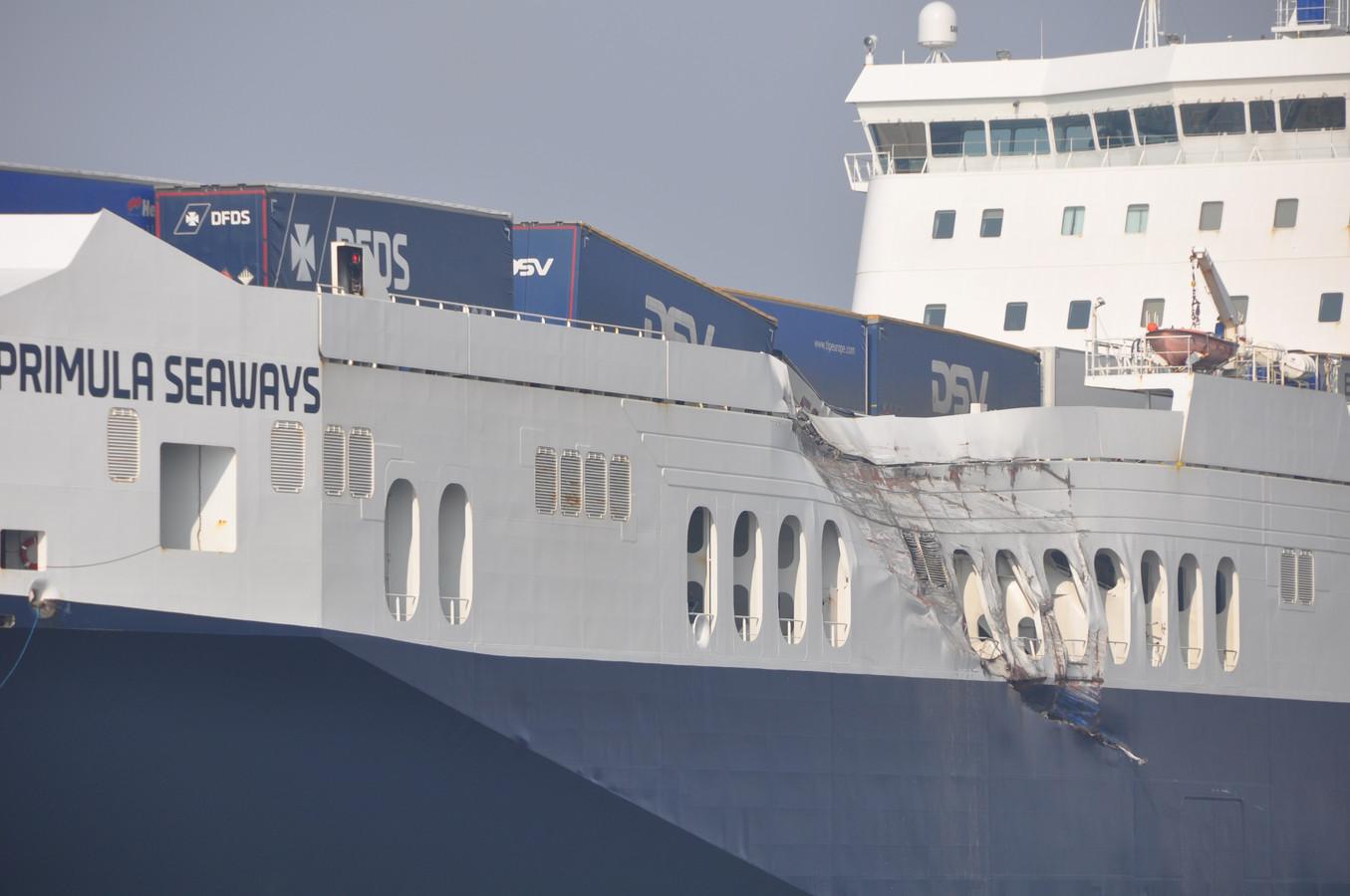 De Primula raakte zwaar beschadigd, maar kon verder varen.