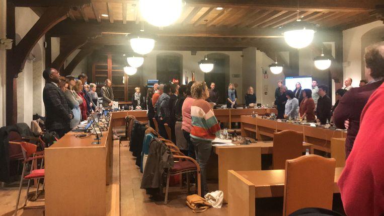 De gemeenteraad van Aalst houdt een minuut stilte voor de slachtoffers van de Holocaust.