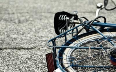 Man vernielt meerdere auto's en fiets in Bavel