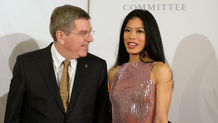 Vanessa Mae naast IOC-voorzitter Thomas Bach.
