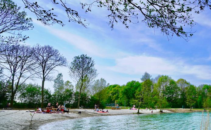 Een van de twee nieuwe strandjes bij de Tijningenplas in Zaltbommel.