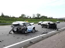 Persoon bekneld bij ernstig ongeval op A2 bij Beesd, forse vertraging voor verkeer