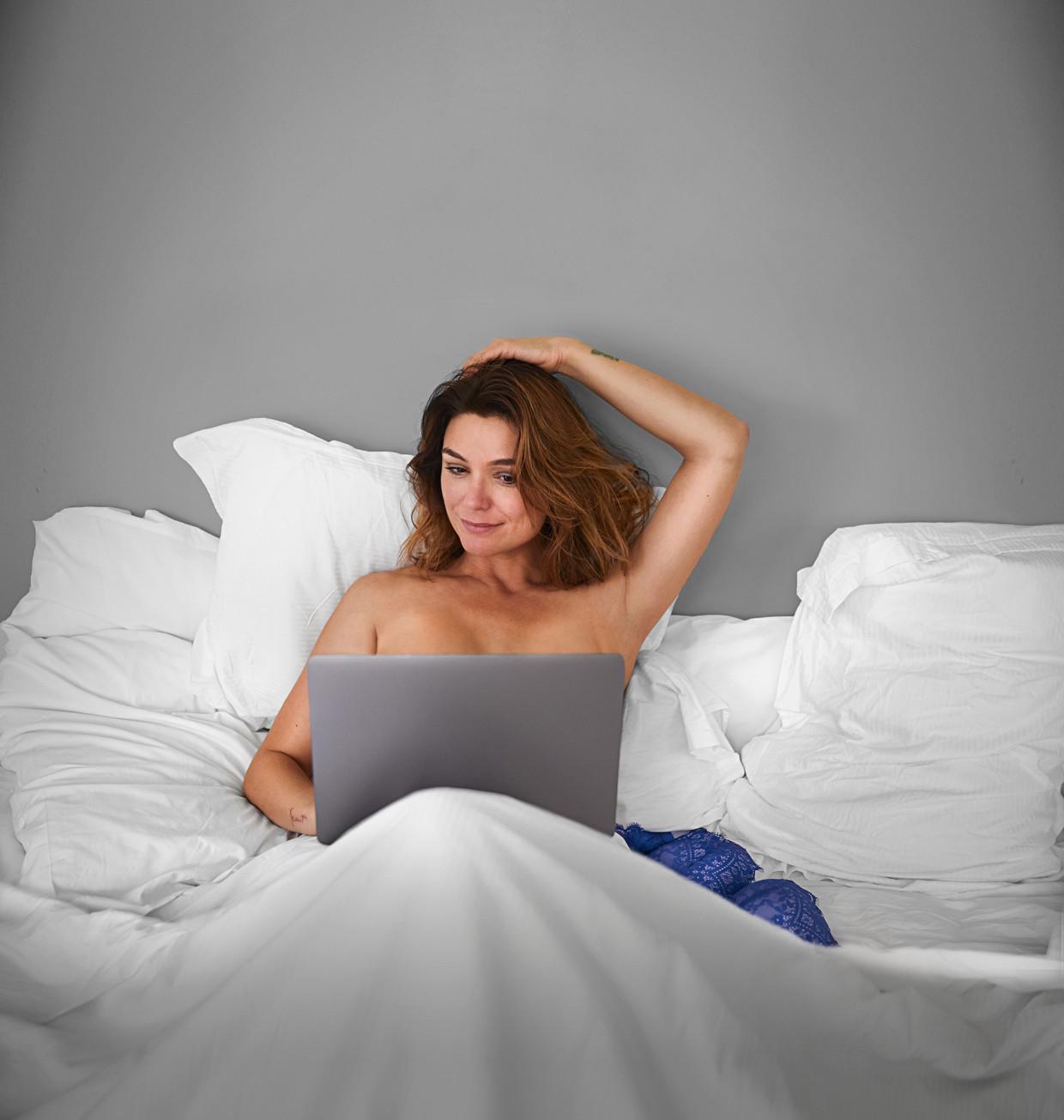 'Help! Mijn borsten staan online' met Evi Hanssen op VIER.