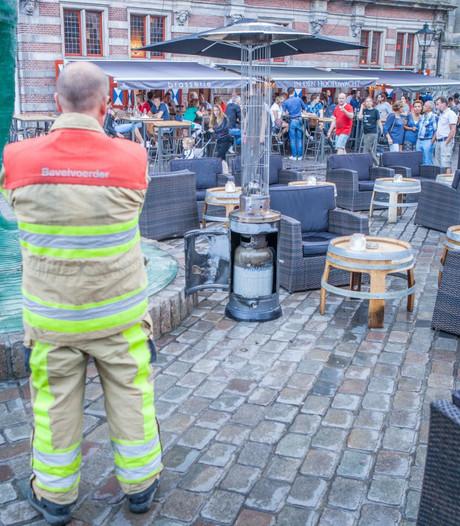 Gasfles in brand op Zwols terras