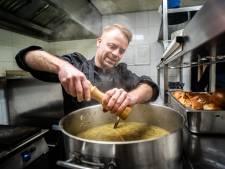 De lekkerste uiensoep van Nederland gaat zaterdag in Elden gratis de deur uit