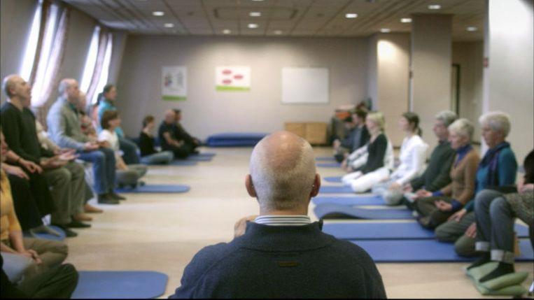 """De training op basis van mindfulness """"focust op het hier en nu zonder voortdurend te piekeren over het verleden of de toekomst""""."""