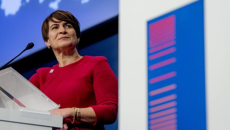Minister Lilianne Ploumen loopt in Den Haag mee met een mars. Beeld anp
