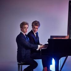 de-jussens-spelen-een-stuk-voor-een-vierarmige-superpianist-met-tomeloze-energie