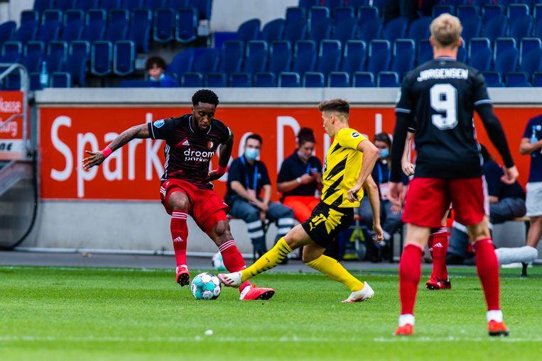 De oefenwedstrijd Borussia Dortmund tegen Feyenoord in Duisburg, waarna relschoppers slaags raakten met de politie.  Beeld BSR Agency